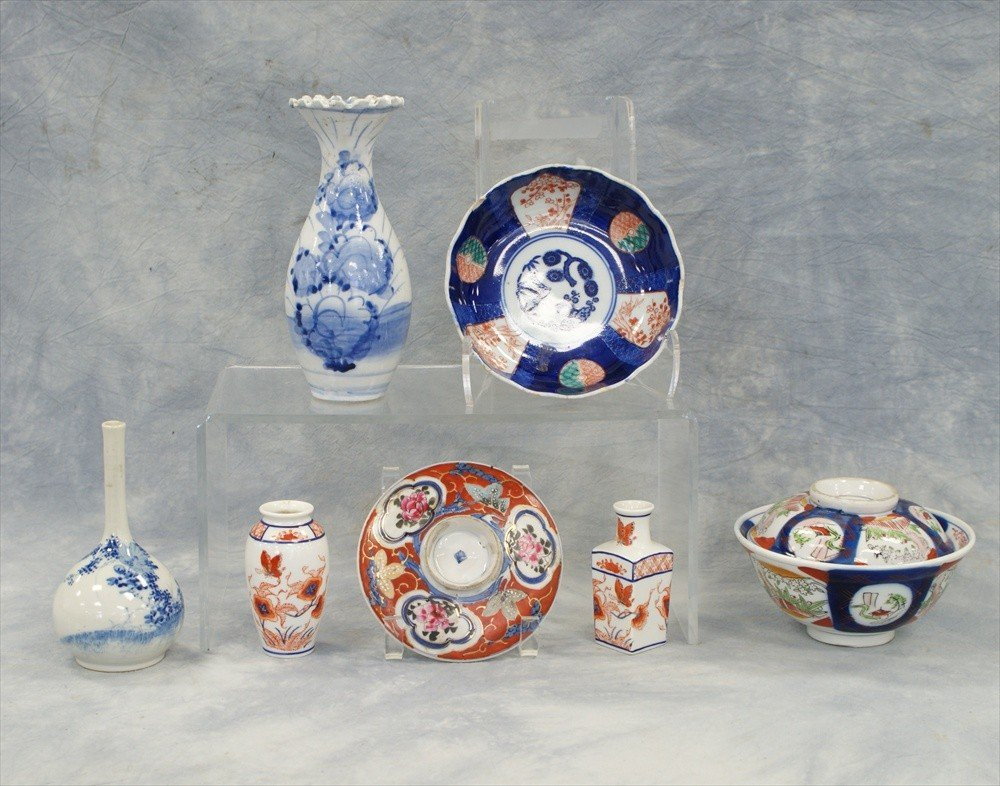 10004: (7) Assorted pieces of Japanese porcelain to inc