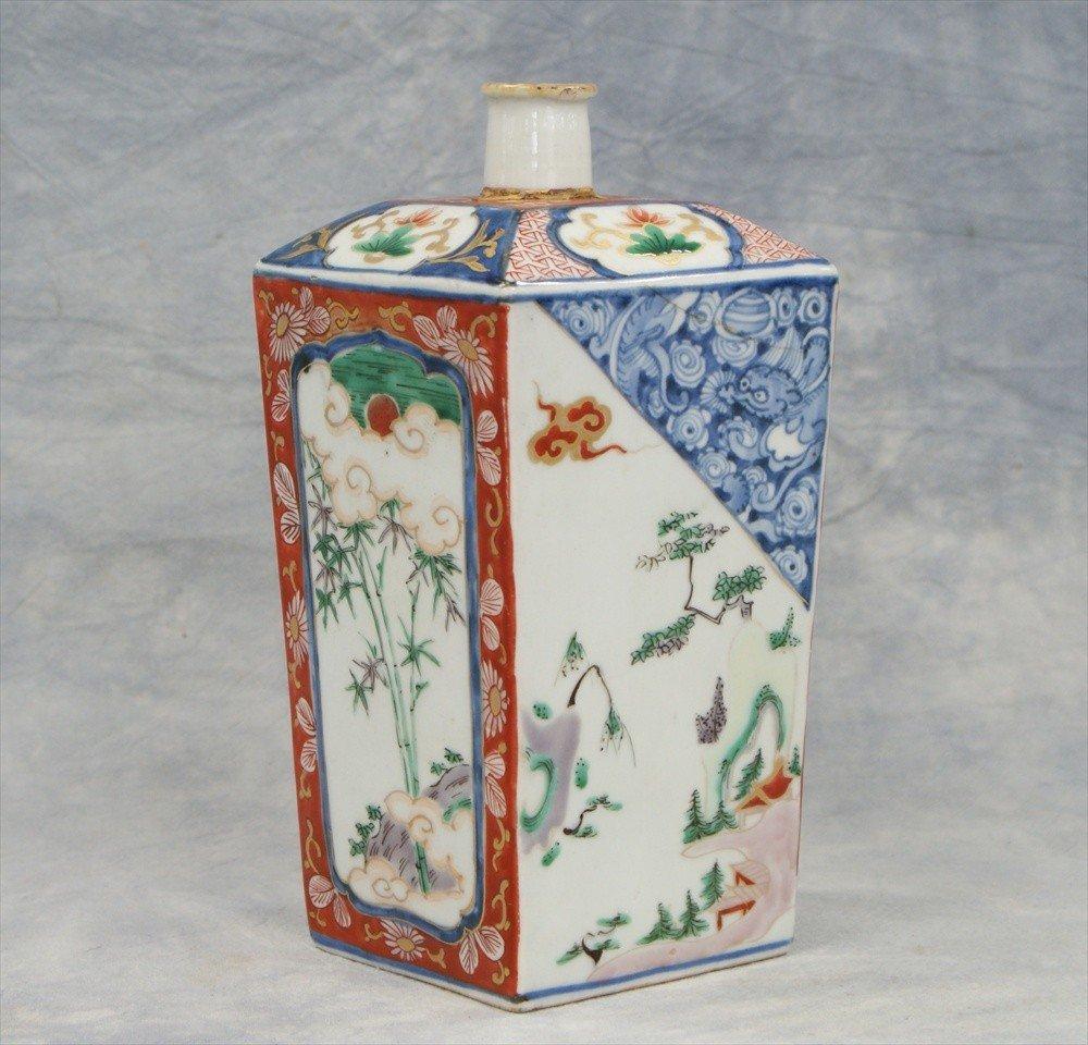 10005: Japanese Imari sake bottle, hairline and repair