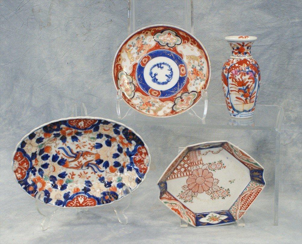10006: (4) Assorted pieces of Japanese Imari porcelain