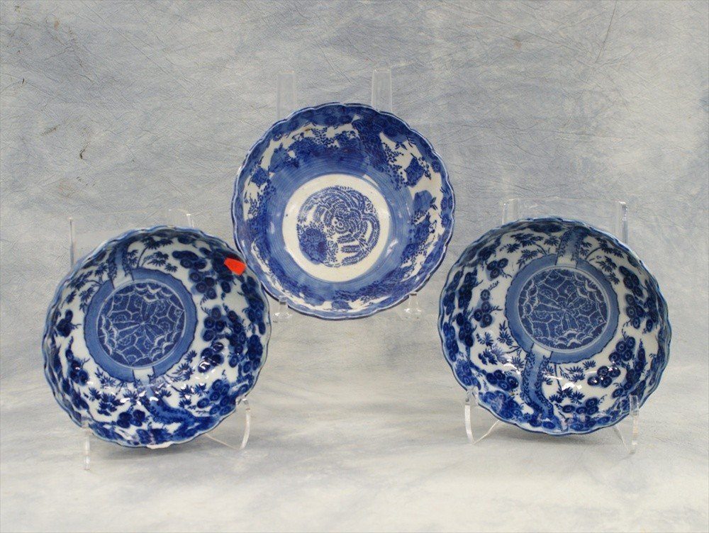 10008: (3) Japanese blue & white fluted bowls, circa 19