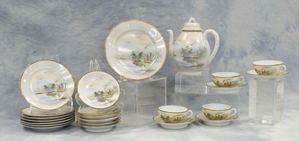 10010: Japanese porcelain teaset c/o teapot, 1 dinner p