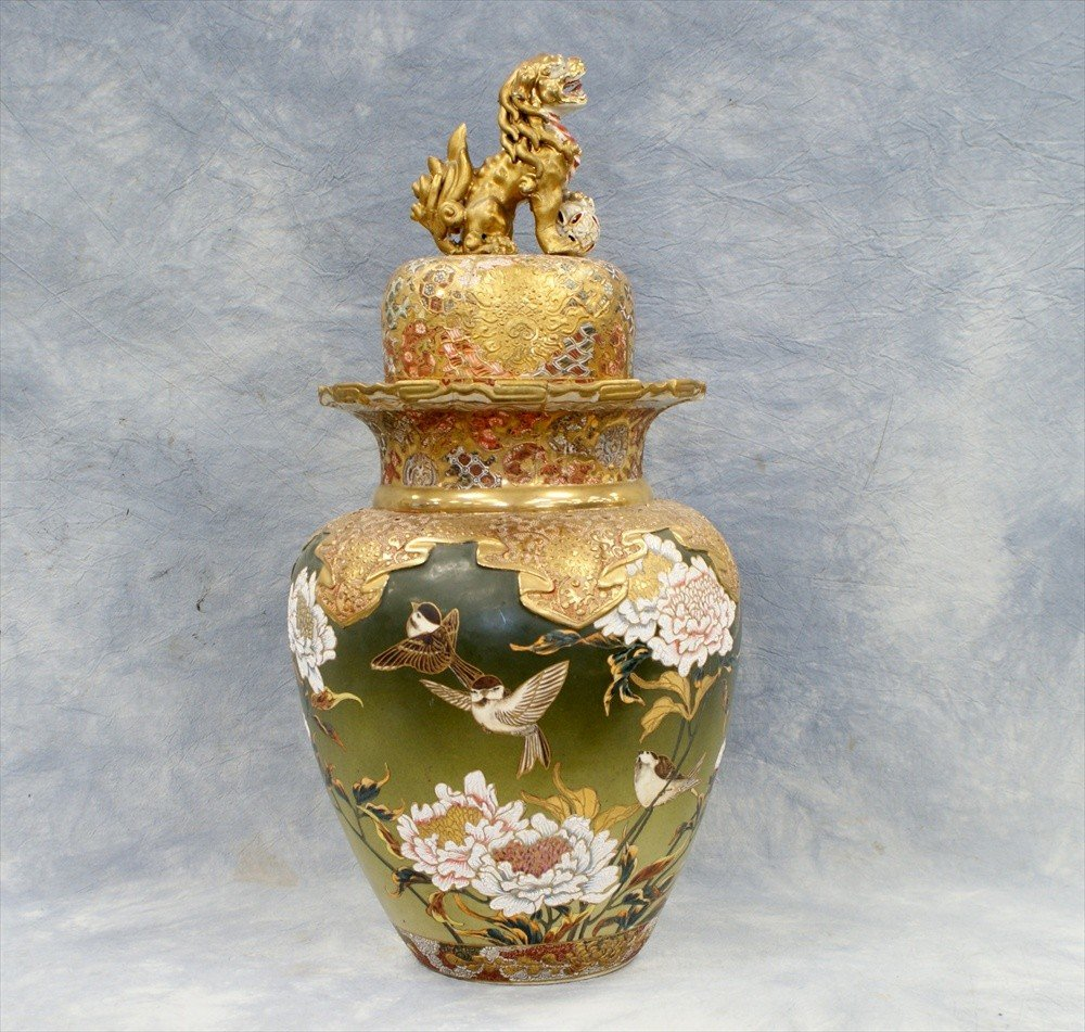 10013: Large Satsuma covered urn, extensive damage and
