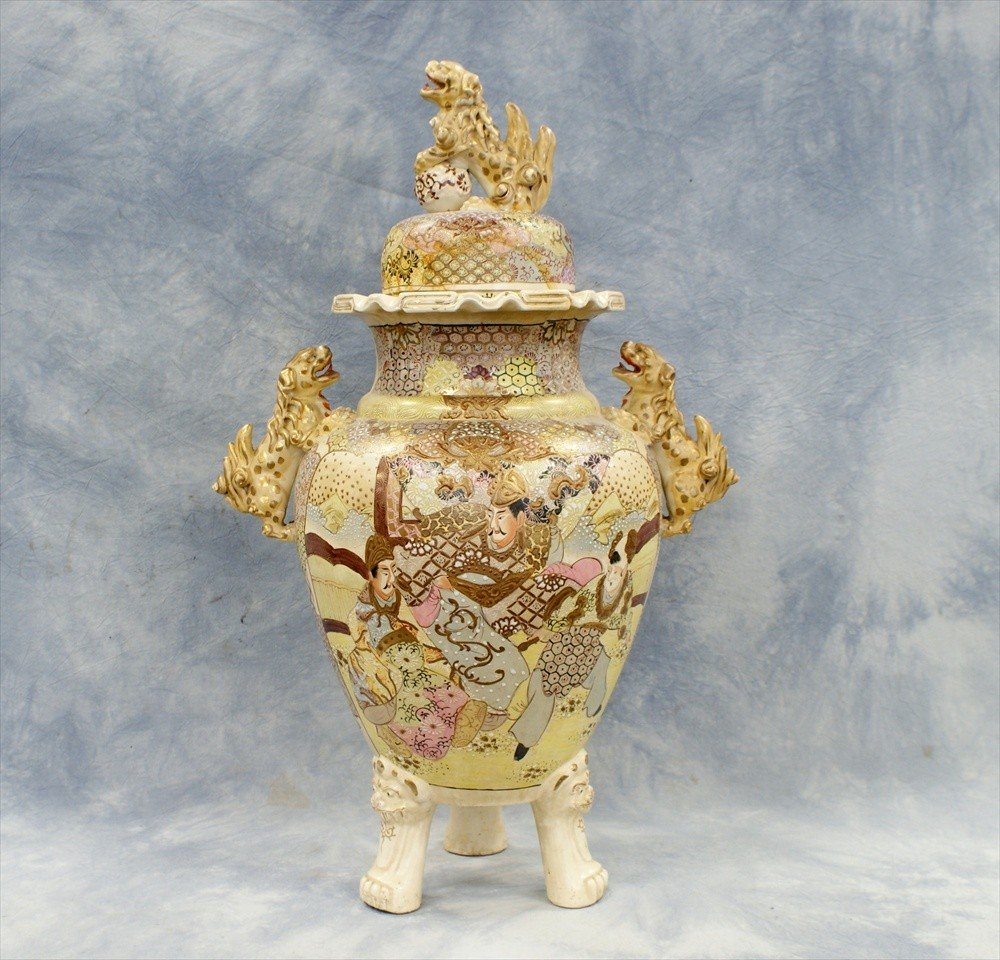10017: Large Japanese Satsuma covered urn, circa 1900,
