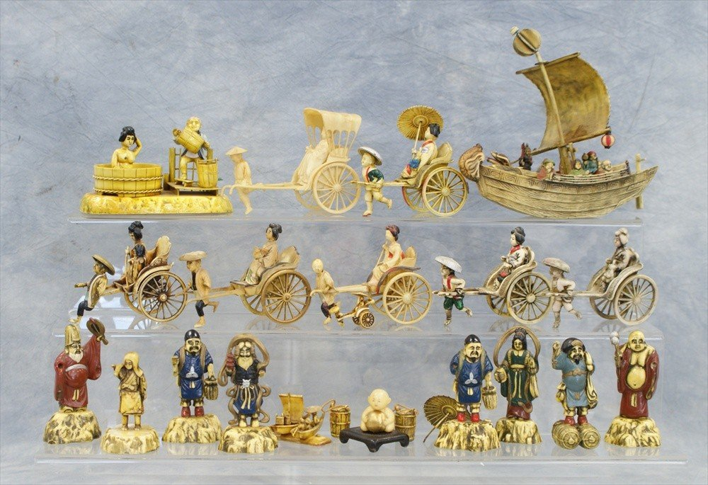 10018: Large lot of assorted Japanese celluloid figurin