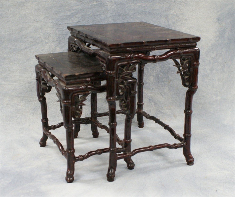 10117: Nest of two carved teakwood tables, late 20th C,