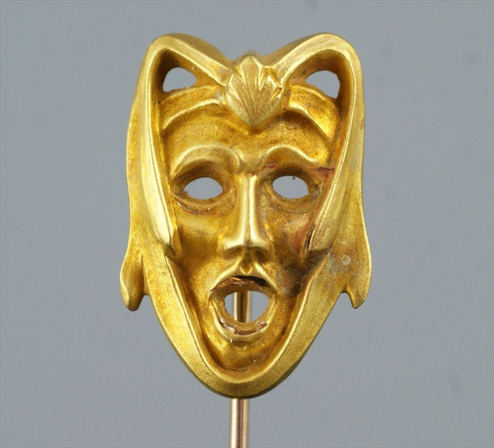 10016: Unmarked YG stickpin, theatrical mask, .9 dwt