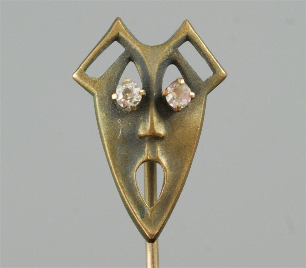 10017: Unmarked YG stickpin, theatrical mask, .8 dwt