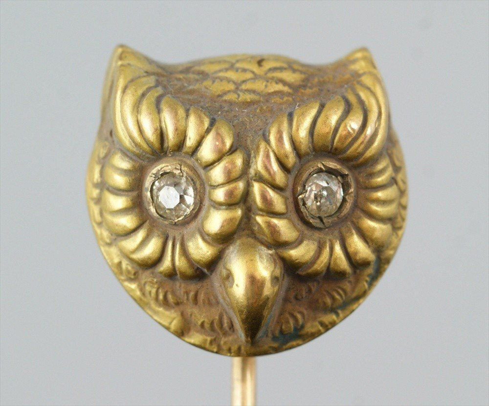 10019: Unmarked YG stickpin, owl's head with diamond ey
