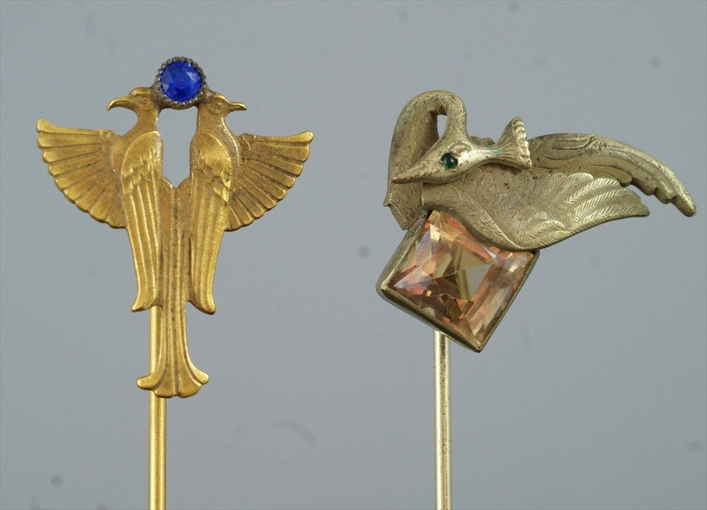 10021: (2) YGF stickpins, birds with colored stones
