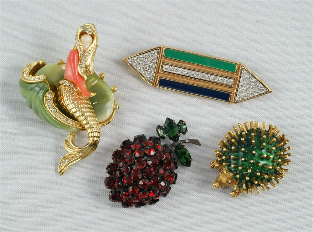 10109: 4 piece costume jewelry lot consisting of Schrei