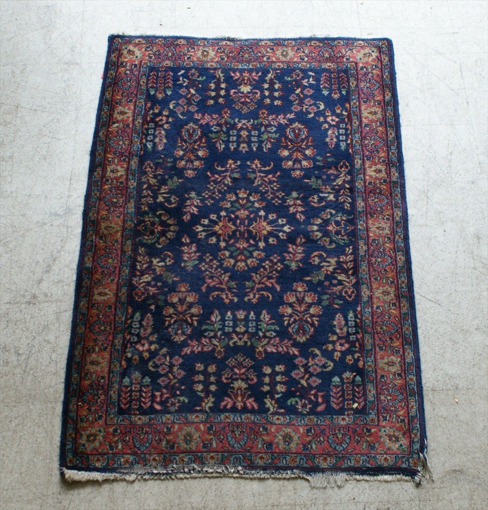 11009: Indo Sarouk Rug, wear on the ends, 3' x 5'