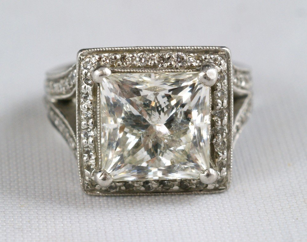 2089: 7 carat diamond & platinum ladies ring, center pr