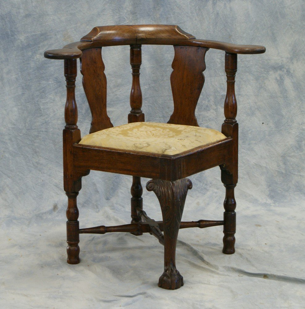 2203: Walnut Chippendale Corner Chair with acanthus car