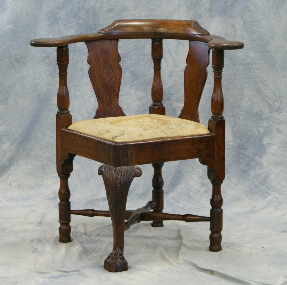 2203: Walnut Chippendale Corner Chair with acanthus car - 2