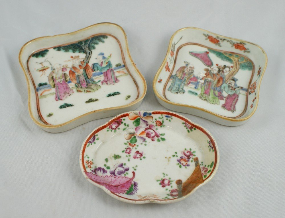 2188: (3) pcs of Chinese Porcelain, including a nest of