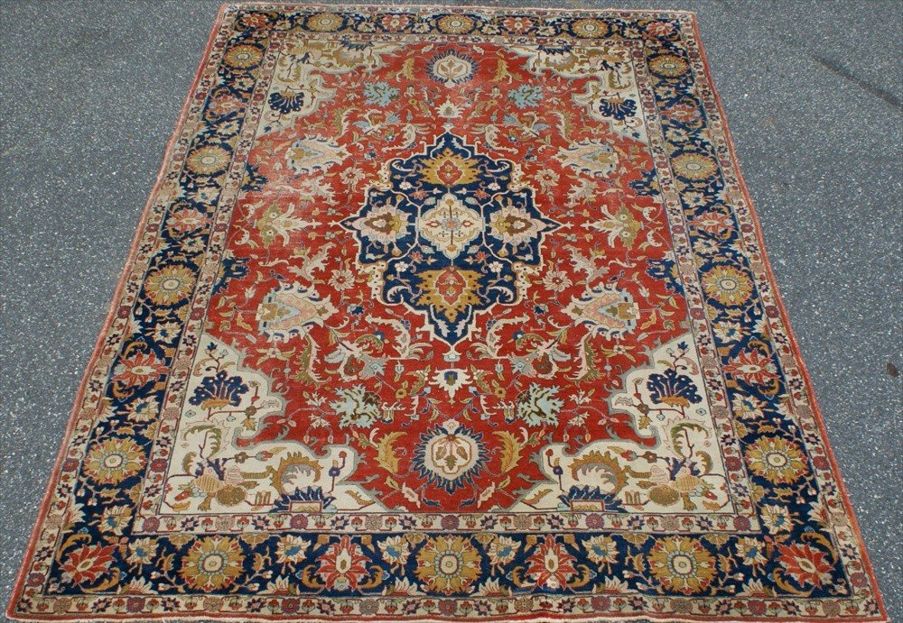 2001: Antique Ferreghan Carpet, some areas of wear, 13'