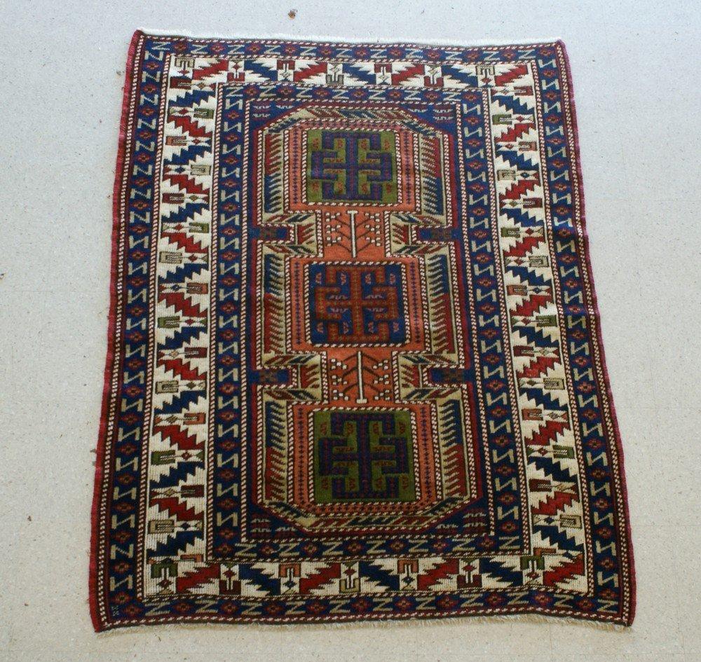"""2010: 4' 2"""" x 5' 7"""" Caucasian throw rug"""