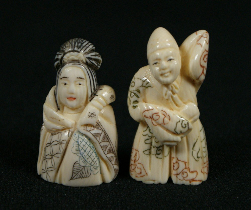 2137H: 2 carved ivory netsuke, women figures, tallest 1