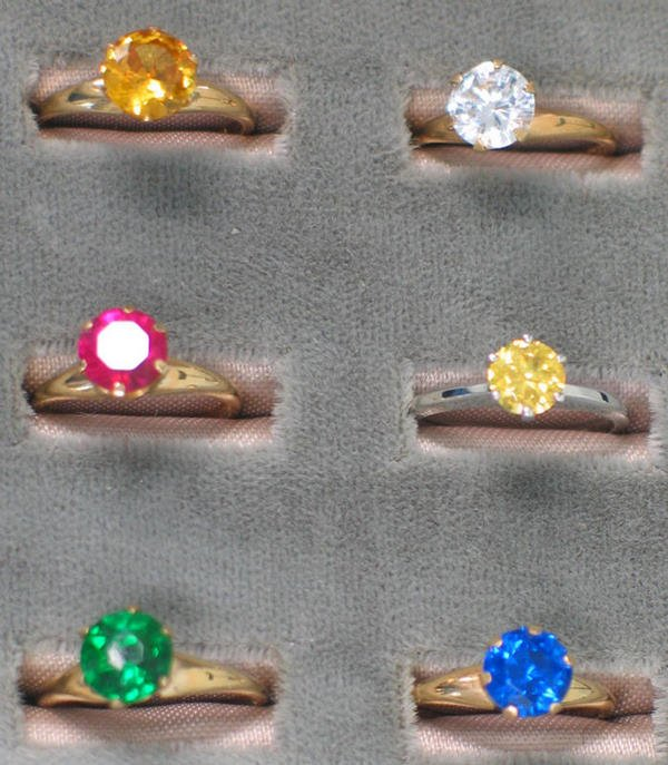 13: Six 10K yg rings. Each with a round cut synthetic o