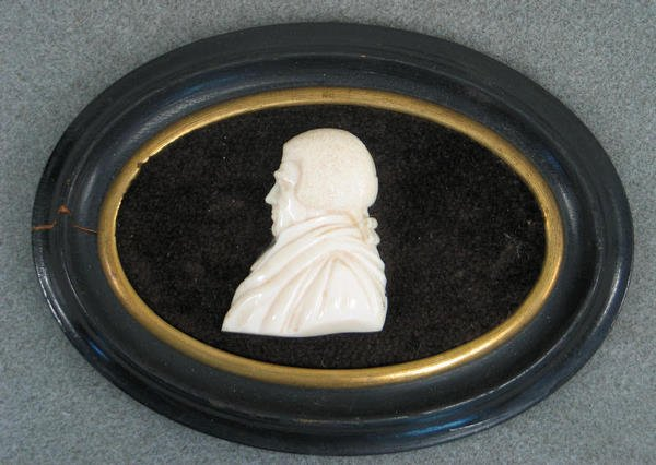1007: Carved ivory bust portrait of gentleman with powd