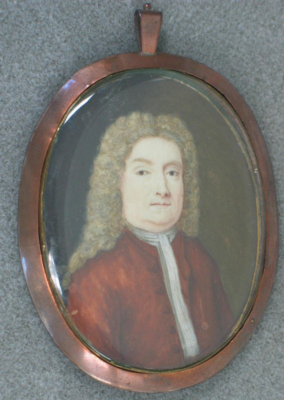 1019: Oval hand painted portrait on ivory of gentleman