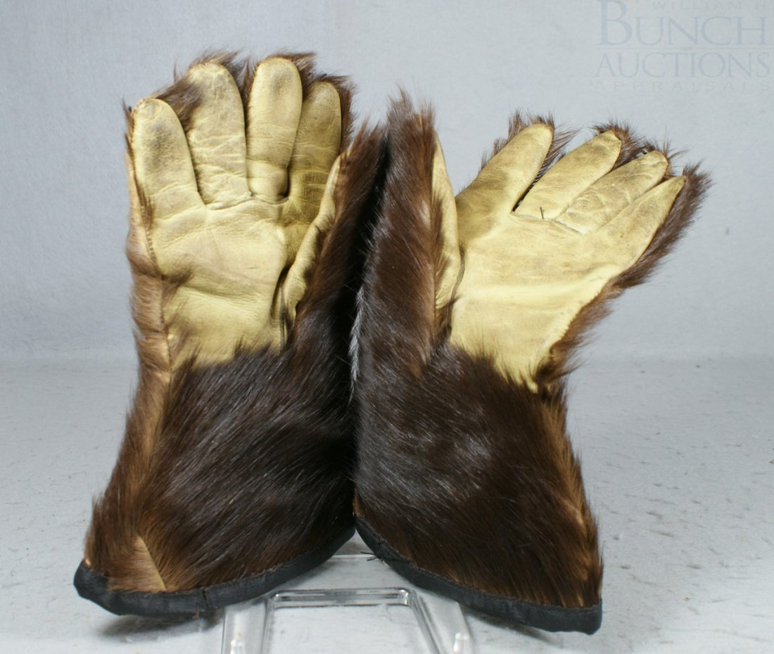 20A: Fur and leather driving gloves, quilted interior,