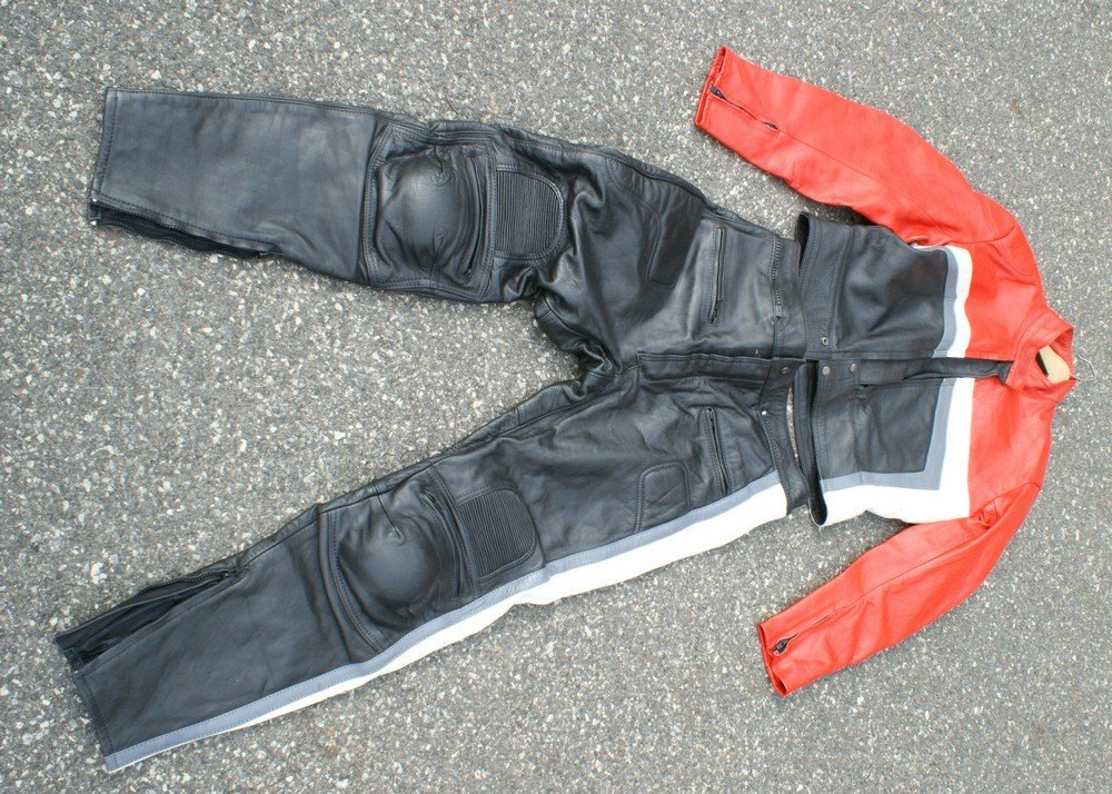 181: New racing leathers sz 40 Long 32/34 waist
