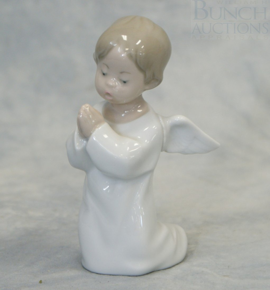 "3048F: Lladro Angel Praying figurine #4538, 5"" tall"