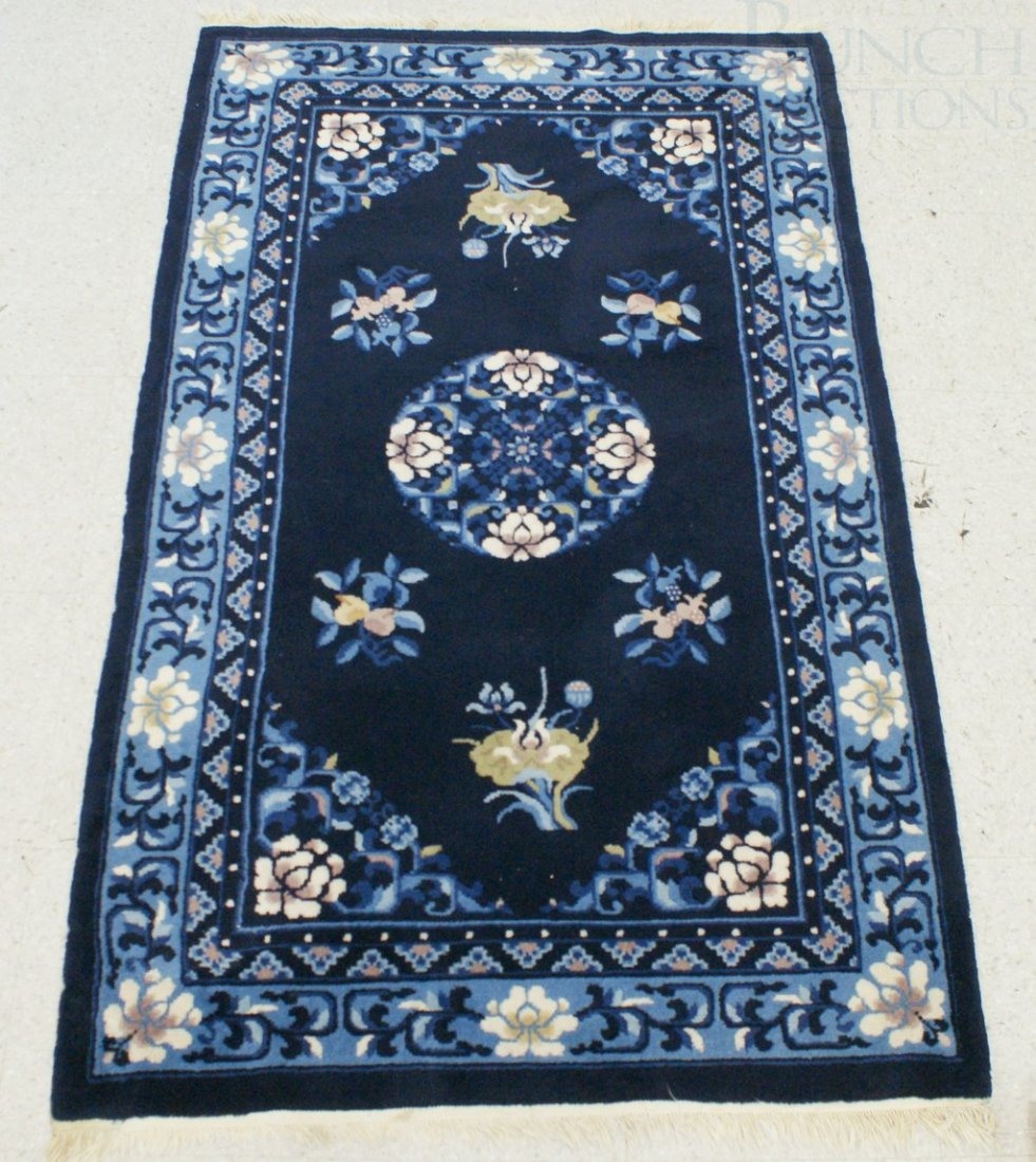 "4016: 2'11"" x 5' blue Chinese throw rug"