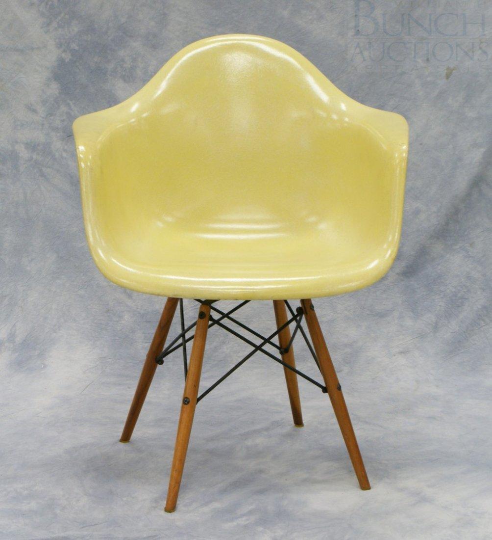 4203: Charles Eames design fiberglass shell chair on wo