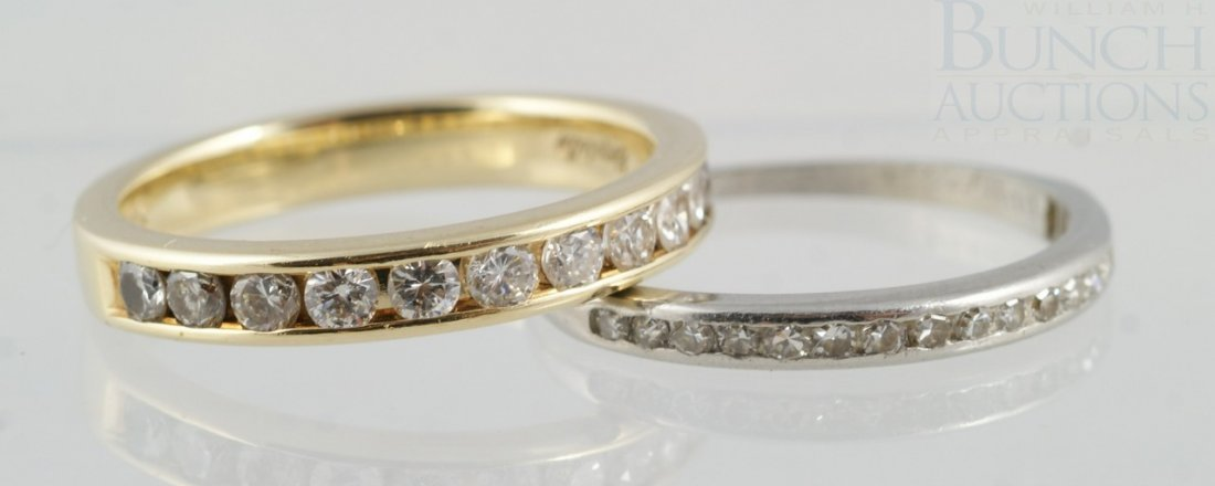 6093: Platinum band with 18 small diamonds, 1.1 dwt, wi