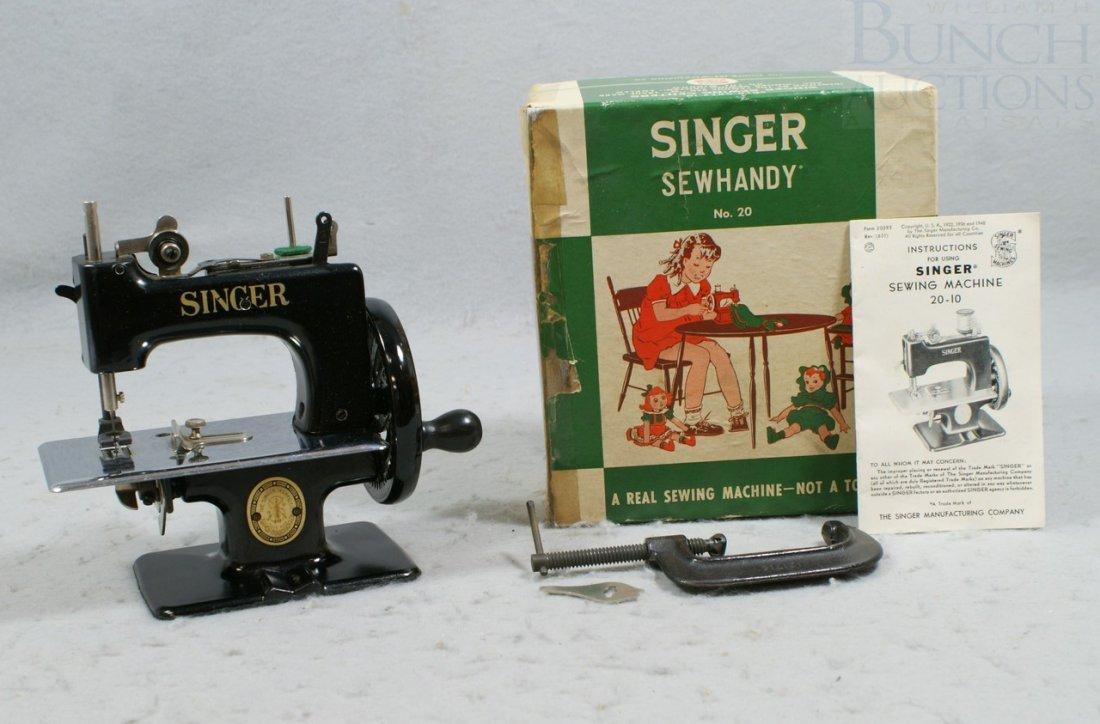 7027A: Singer Sew Handy no 20 Child's Sewing Machine, i