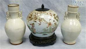 10294 3 pcs of Chinese pottery to include a pair of w