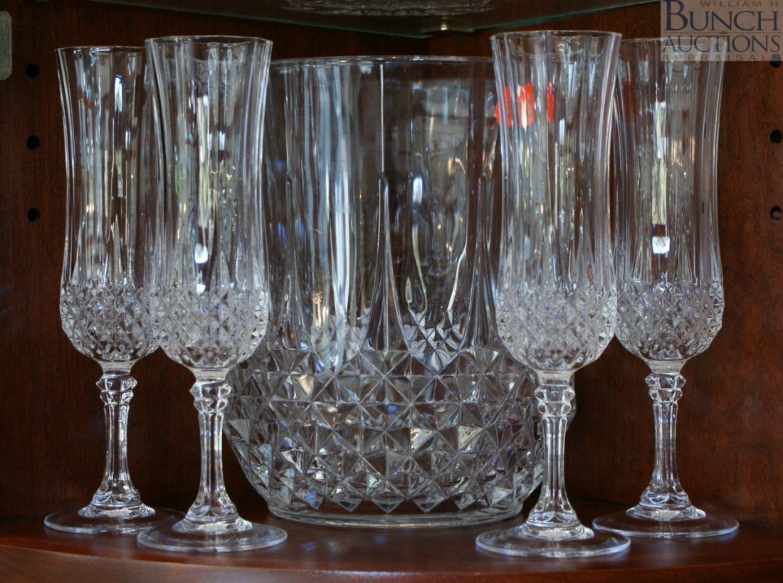 15: Crystal wine cooler with 4 matching champagne flute