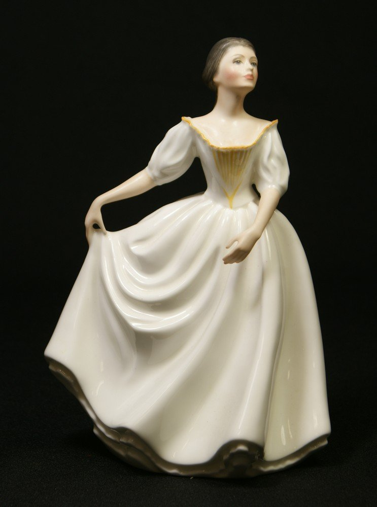 8010: Royal Doulton Donna figurine, HN 2939, modeled by