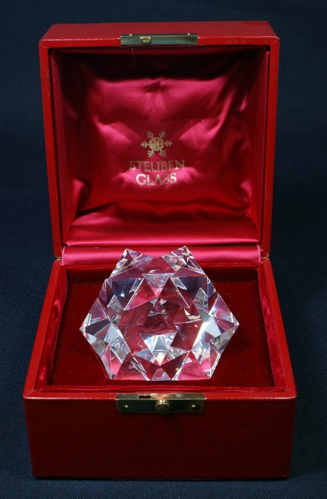 8150: Signed Steuben Glass five-pointed star form paper