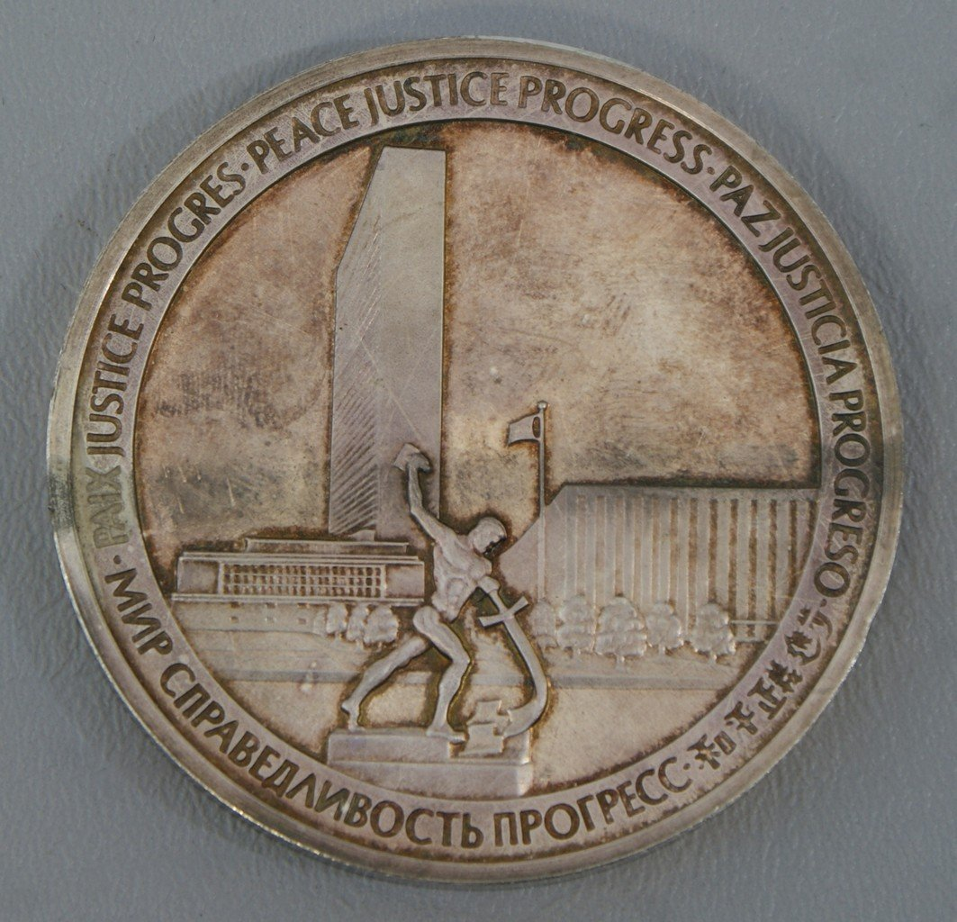 Large 1970 UN medal, tests silver but purity is unknown