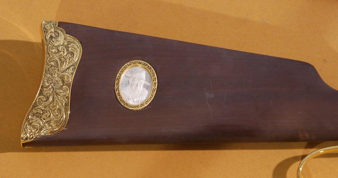 Franklin Mint John Wayne Replica 1892 Model 44-40 - 4
