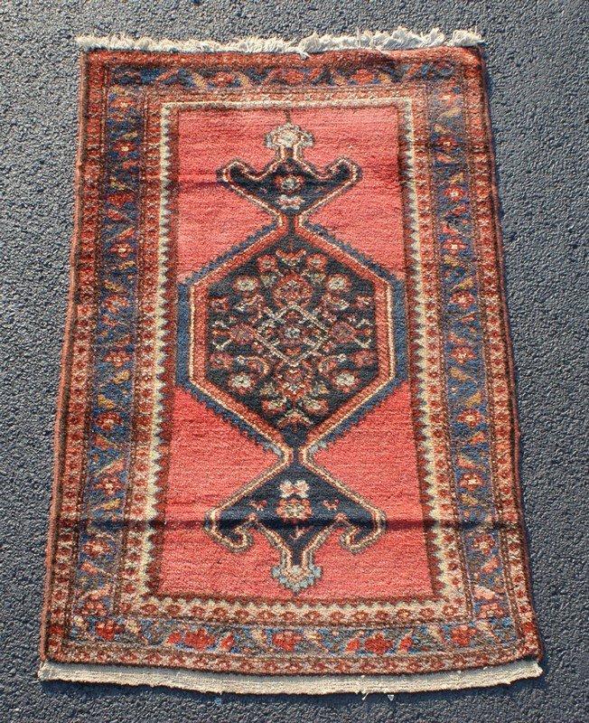 """Hamadan Carpet, 2'7"""" x 4'"""