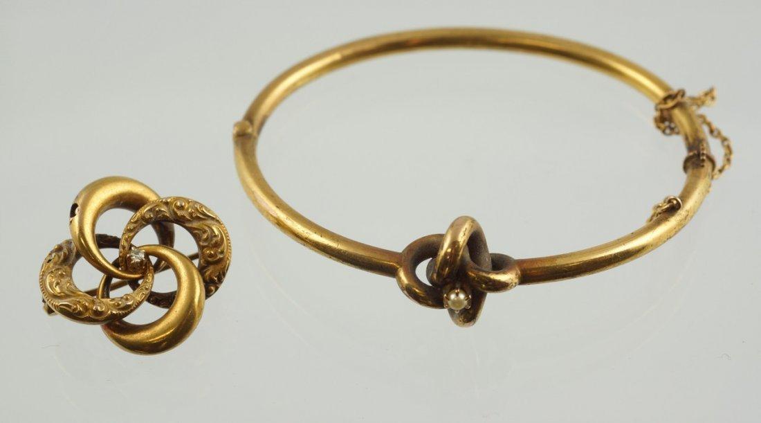 Unmarked YG hinged bangle bracelet, tests 14K, along