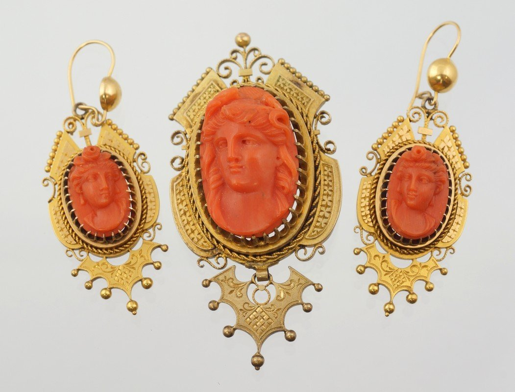 Unmarked YG Etruscan carved coral cameo pin with