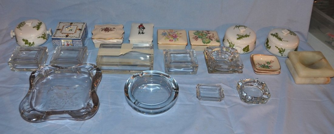 8 porcelain covered boxes, 4 clear glass covered boxes,