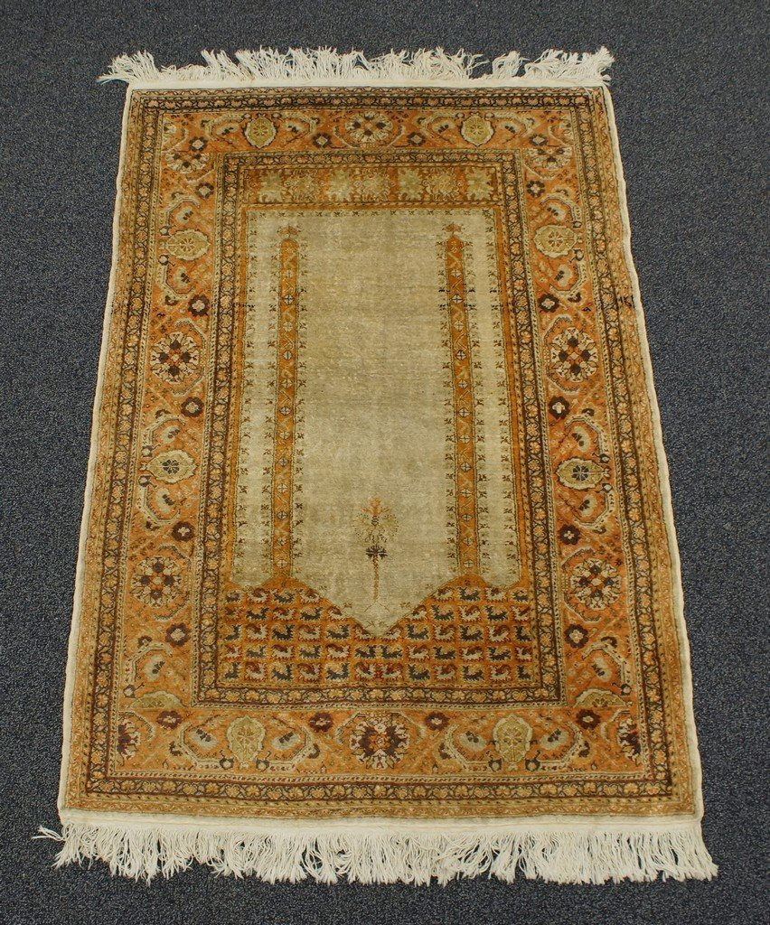 "3'11"" x 5'7"" Turkish prayer rug"