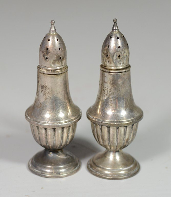 Pr weighted sterling salt and pepper shakers, Crown,