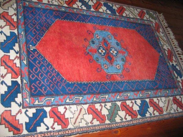 """4: 4' 3"""" x 5' 8"""" Turkish throw rug. *HFH."""