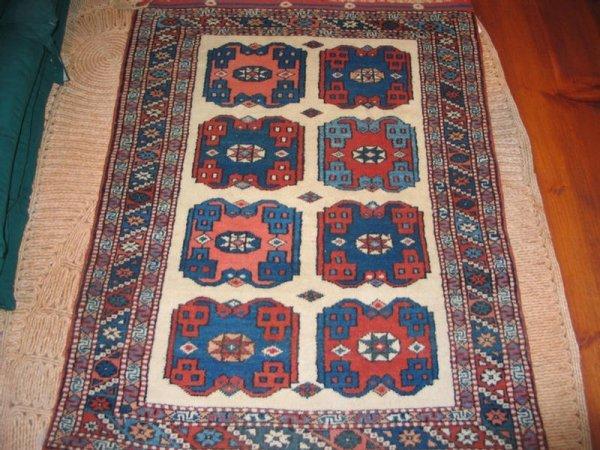 """5: 3' 5"""" x 4' 4"""" Turkish throw rug. *HFH."""