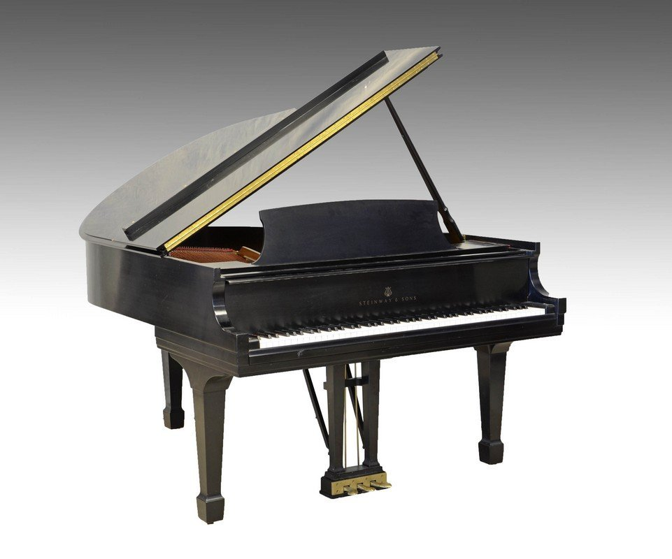 Steinway & Sons Model M Grand Piano, serial number