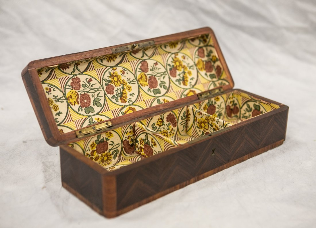 Rosewood and kingwood inlaid dresser box, 3 compartment