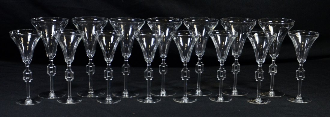 (15) Lalique Hagueneau Wine Glasses, clear glass with