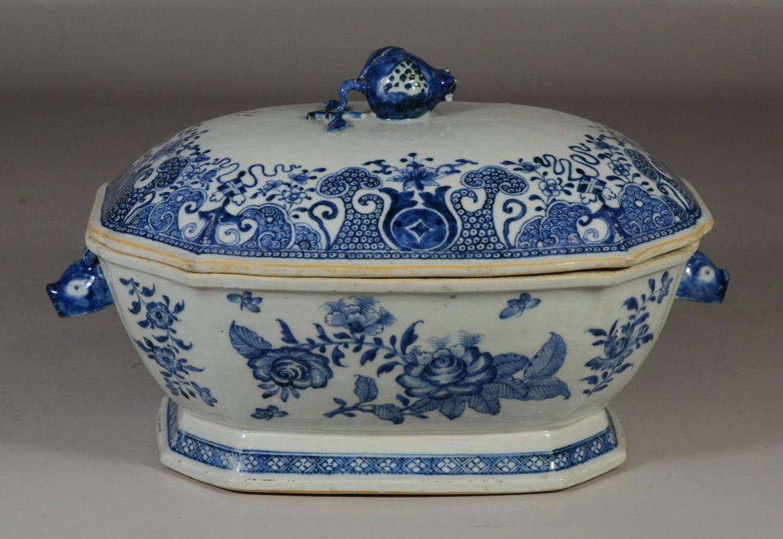 Chinese Export porcelain blue & white covered tureen,